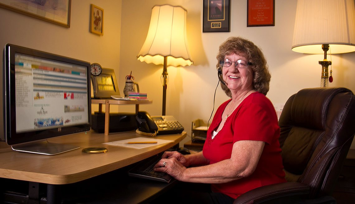 Explore part time online jobs. Jackie Booley answers call center calls from Florida home.