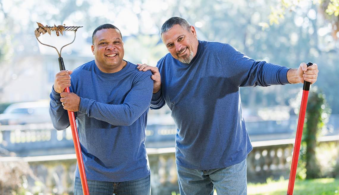 Dos trabajadores campistas