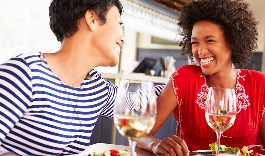 Two female friends eating at a restaurant; Shutterstock ID 289823336; PO: ss-11-3-2015; Job: STAYING SHARP; Client: AARP