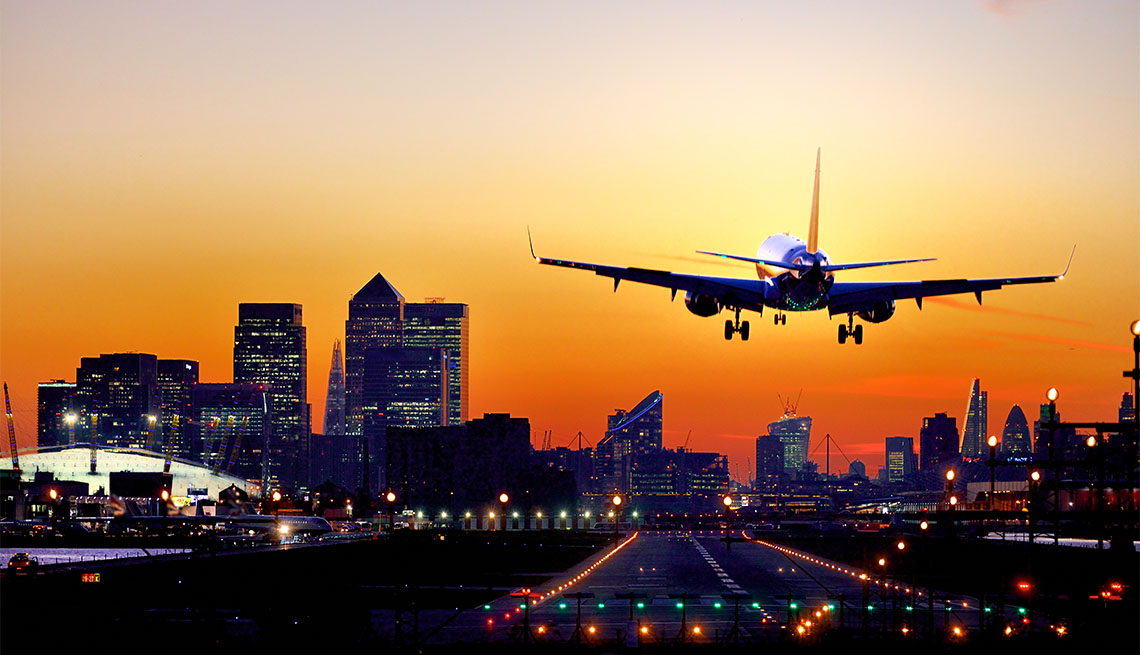Airplane landing in London City Airport