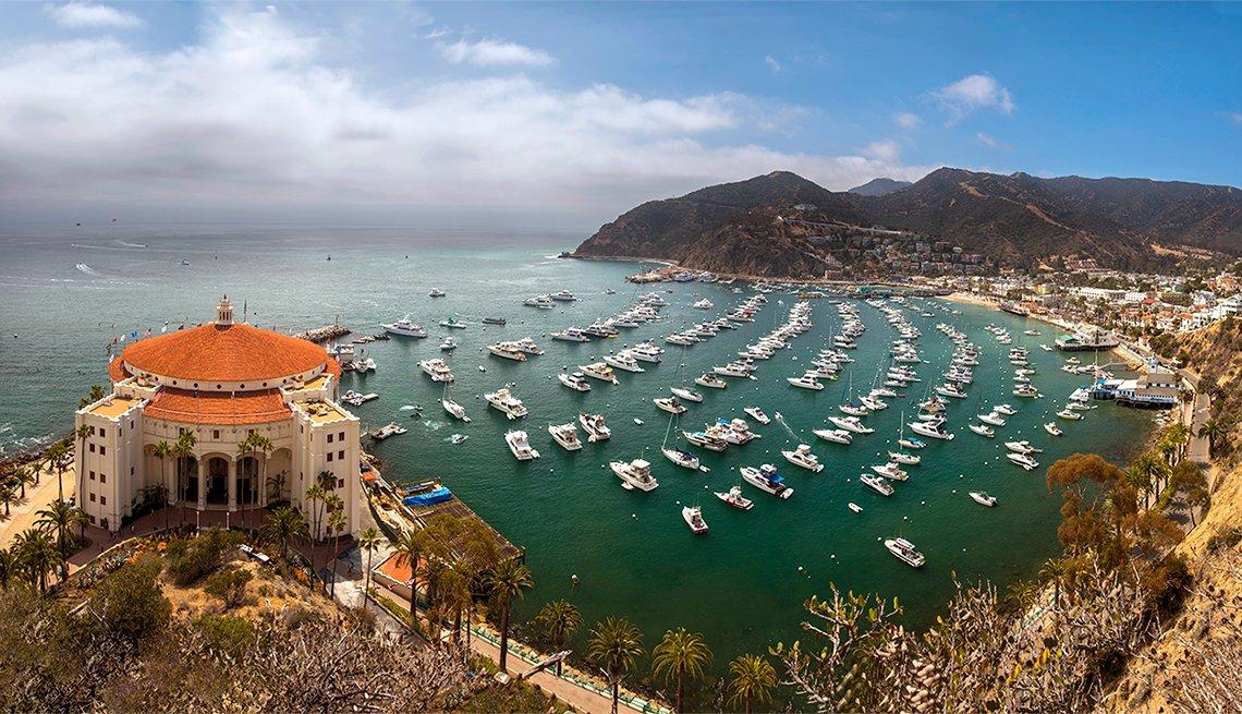 Vista desde una parte alta de Catalina Island en California.