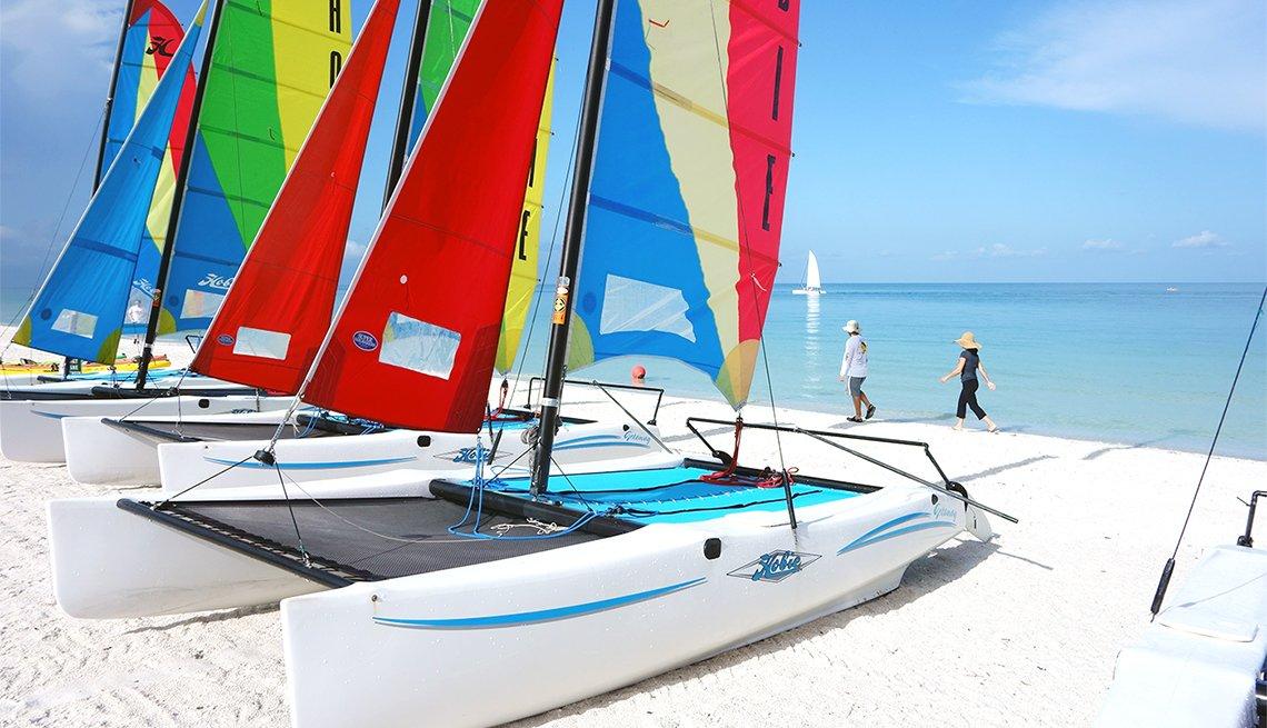 Catamarán en la playa de Marco Island, Florida