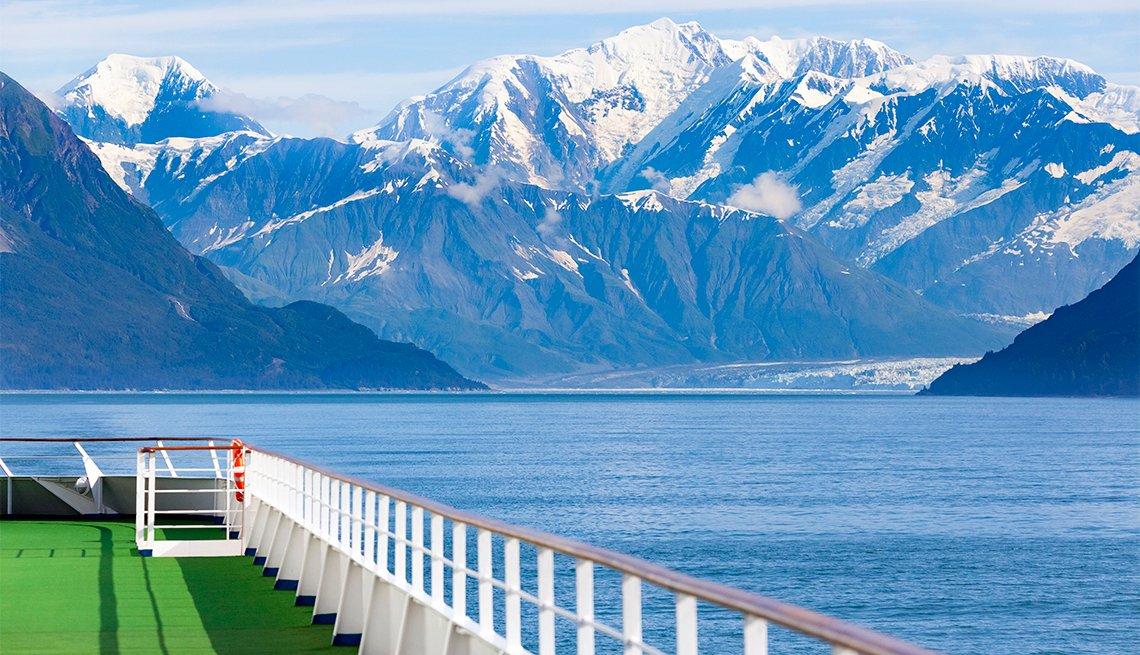 Cruise ship near the Hubbard Glacier