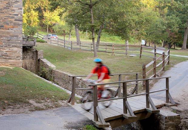 Un ciclista en el Rock Creek Park, Washington D.C. - Rutas en bicicleta fáciles