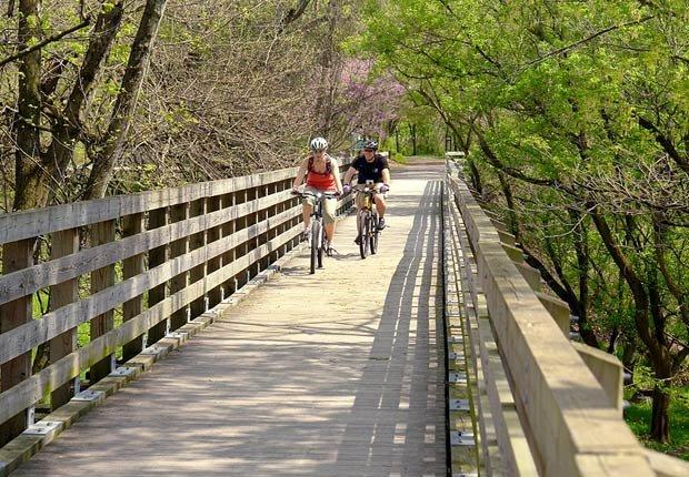 Ciclismo a lo largo del The Virginia Creeper Trail en Damasco, Virginia - Rutas en bicicleta fáciles