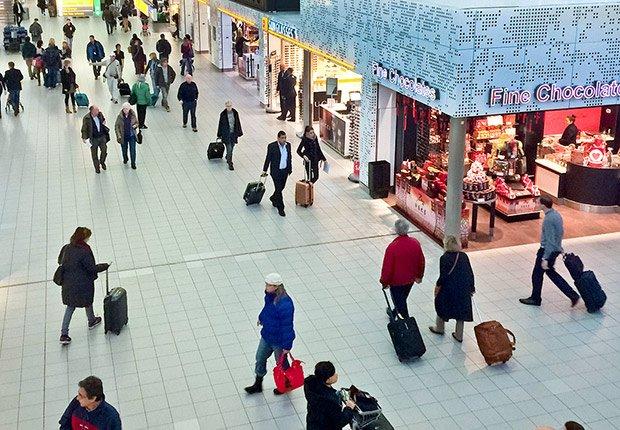 Usa las aplicaciones en línea - Maneras de transitar rápidamente los aeropuertos