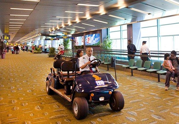 Pide asistencia especial anticipadamente - Maneras de transitar rápidamente los aeropuertos