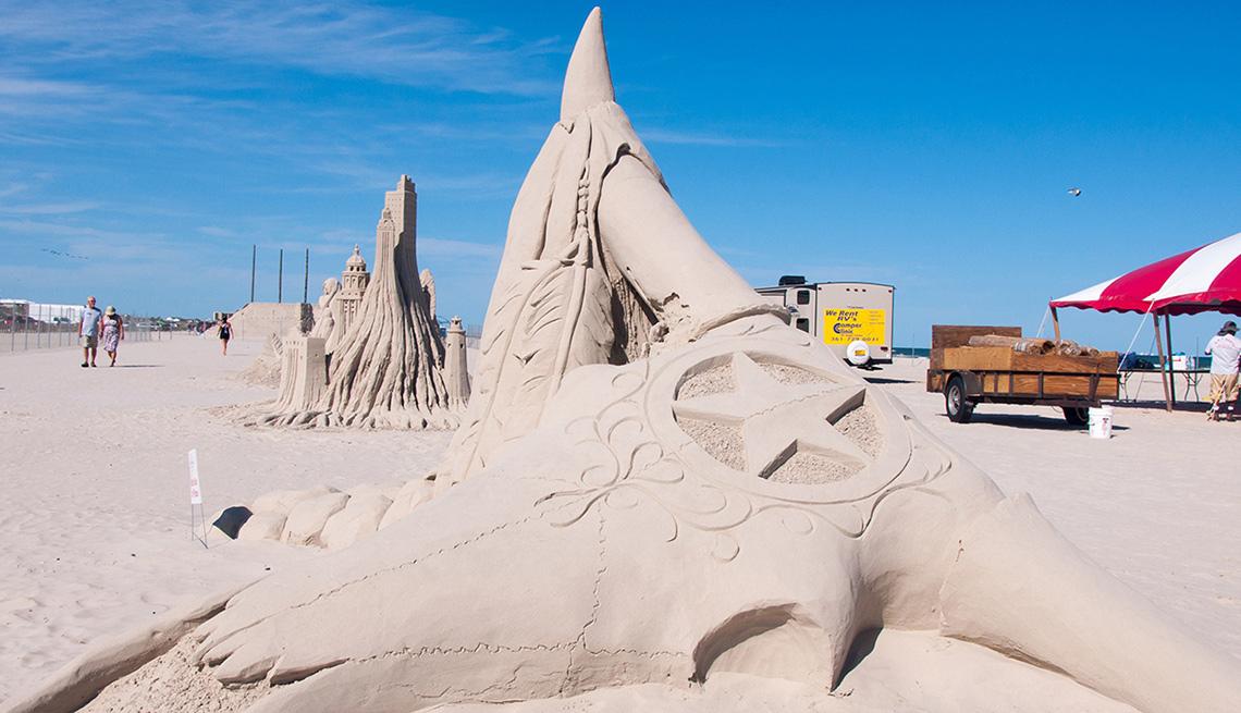 item 5 of Gallery image - Escultura de arena en la playa