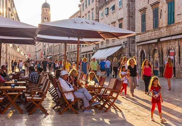 Disfruta de una experiencia de lujo a bordo de un crucero - Azamara Club Cruises, Dubrovnik Croacia