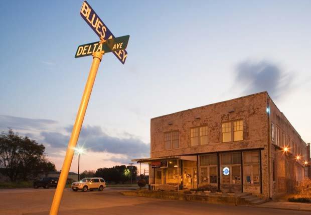Ground Zero Blues Club on Highway 61, Mississippi - 10 viajes económicos de primavera