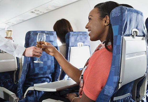Bebida gratis en un avión? Sí, todavía puedes conseguirlo