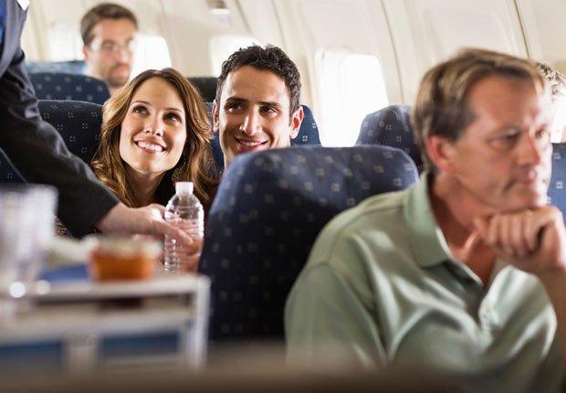 Si vuela en clase económica, tenga su tarjeta de crédito a la mano por que la va a necesitar - Los consejos de viaje de nuestros expertos