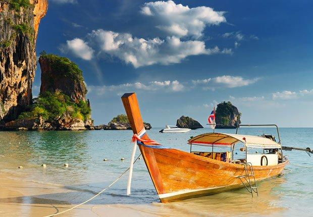 Un barco en la playa en Tailandia - Los mejores destinos para una luna de miel en el 2014