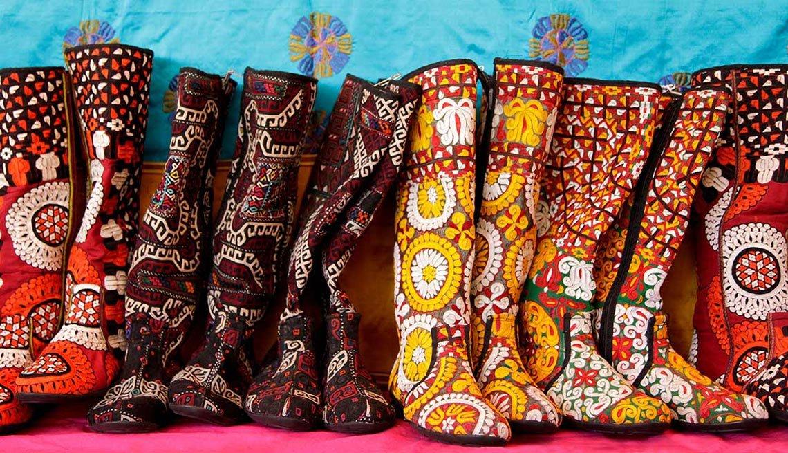 Botas hechs a mano en el mercado internacional Folk Art Market – Escapes de verano