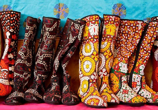 Botas hechas a mano en el Mercado Internacional Folk Art