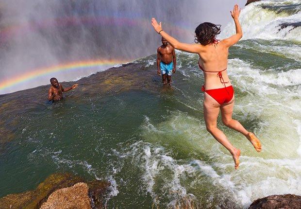Tome un baño en la piscina del Diablo, Zambia - 11 Vacaciones de otoño en las que usted nunca pensó