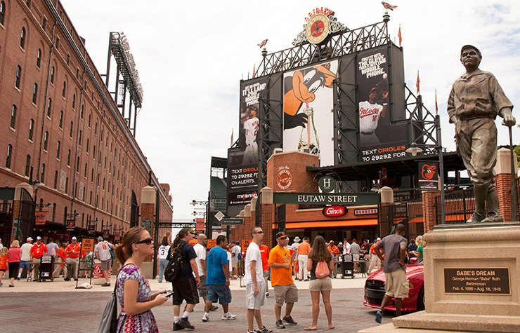Estatua en honor de Babe Ruth en el Camden Yards en Baltimore
