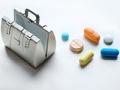 Botiquín con medicinas - Cómo mantenerte saludable durante un viaje