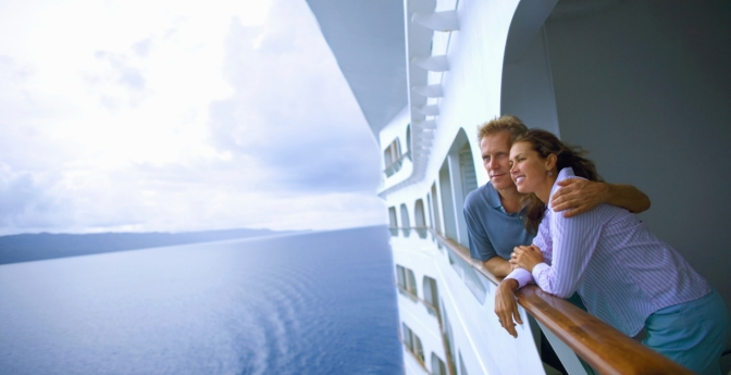 Discover the secrets of those who live on a cruise ship.