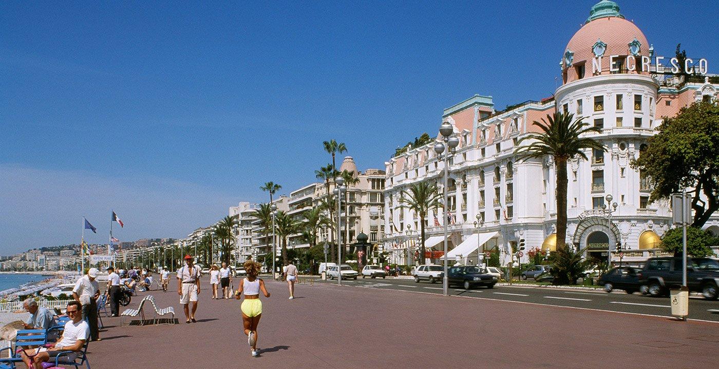 Stroll the Promenade des Anglais
