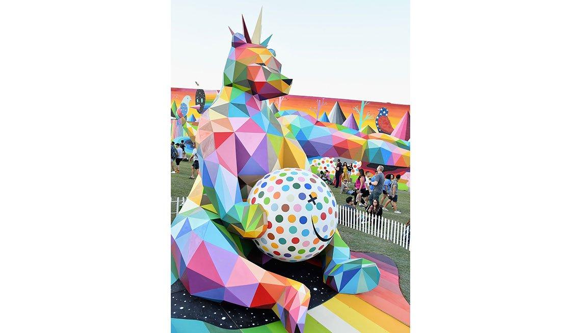 item 11 of Gallery image - Obra de arte en el festival Life Is Beautiful en Las Vegas.