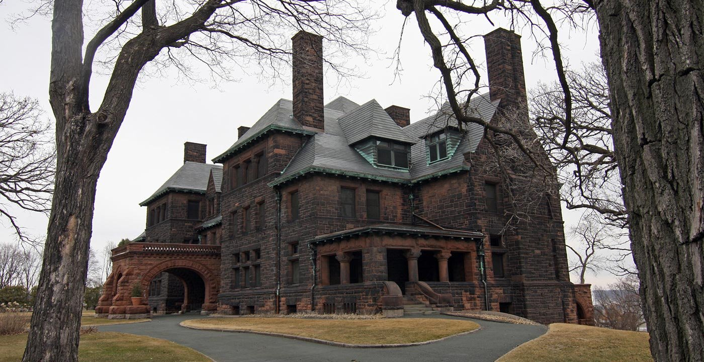 MN: Minneapolis/St. Paul James J. Hill House Railroad money built this Gilded Age mansion, a massive red sandstone structure with 13 bathrooms, 22 fireplaces and a three-story pipe organ.