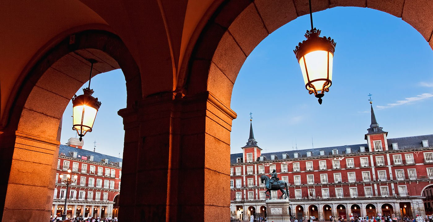 Watch People in the Plaza Mayor