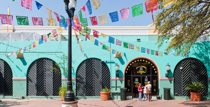 El Mercado Defines the Word 'Colorful'